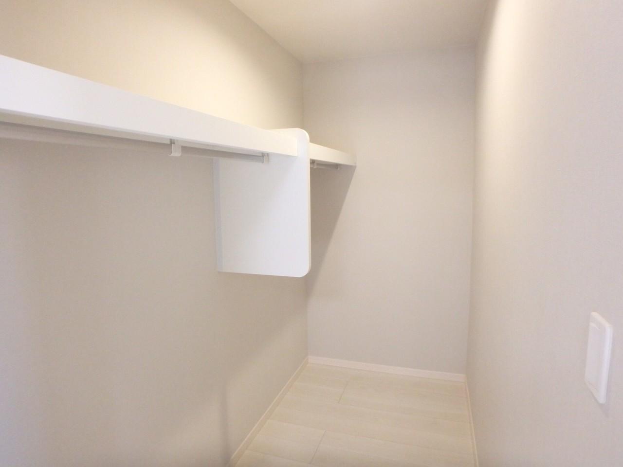 8畳の洋室には大きなウォークインクローゼットがあります!お洋服が多い方もしっかり収納出来ます。