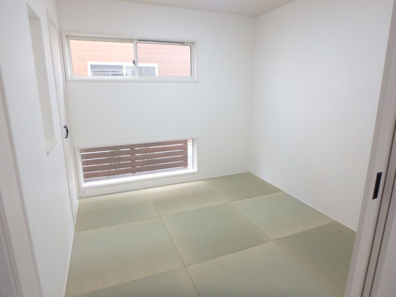 LDKと続き間になっている和室はリビング雰囲気を損なわない琉球畳です。
