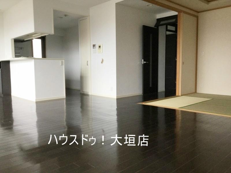 フラットな床で小さなお子様にも安心のお部屋です。