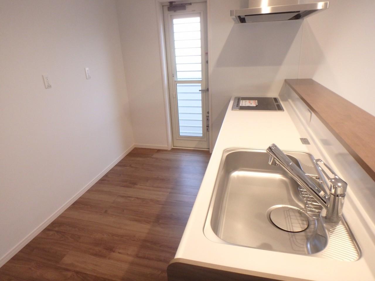 キッチンスペースも広々。作業スペースが広くお料理のしやすいキッチンです。食器洗浄機も付いているので食器の後片付けも楽チンです♪