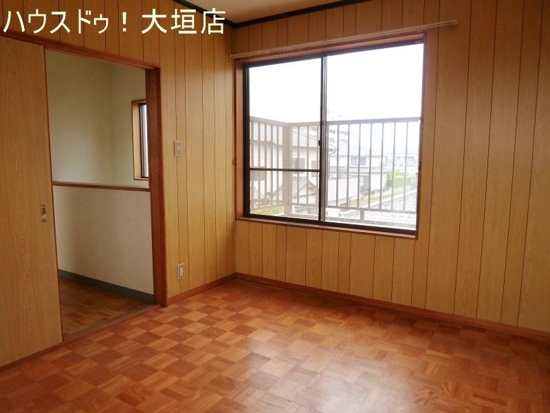 2階洋室。バルコニーへ出入りできます。