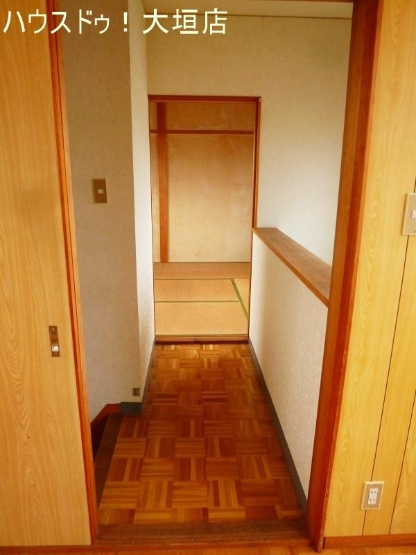2階は廊下を挟んで2室。静かな時間を確保できます。