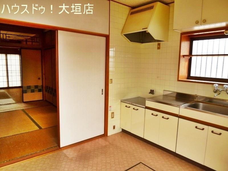 キッチンから続く、2間続きの和室。1室はお食事+くつろぎのお部屋としてお使い頂けます。