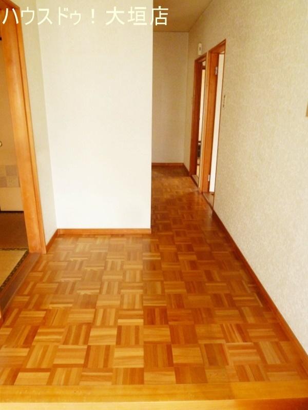 和室が3室あるので、客間、寝室など用途に合わせてお使い頂けるお家です。