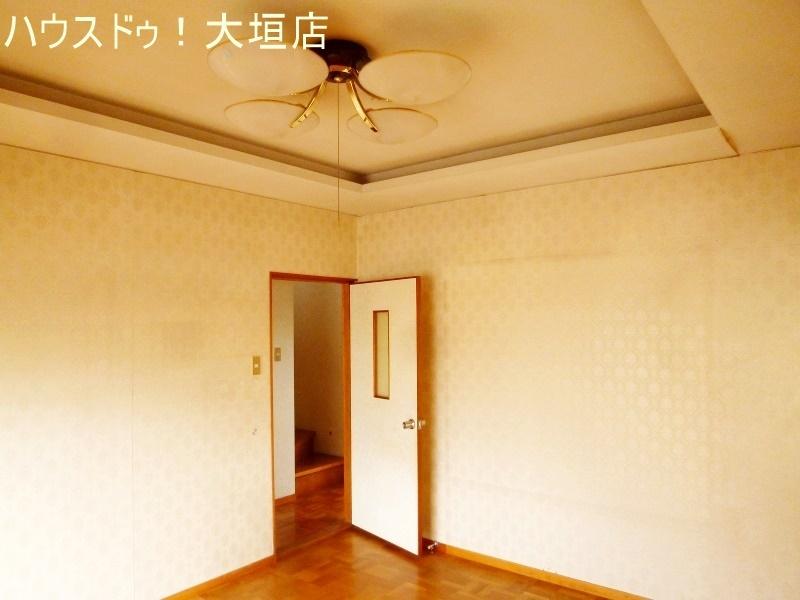 1階洋室。独立しているので、客間としてもリビングとしてもお使い頂けます。