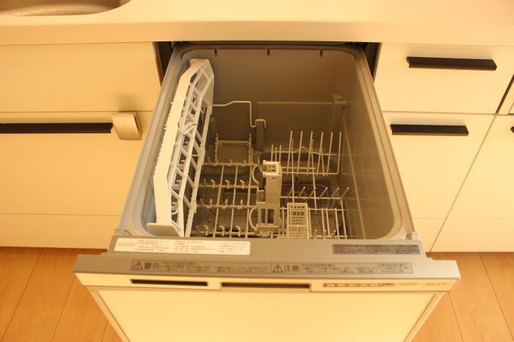 手荒れの強い味方!食器洗浄乾燥機もついています。