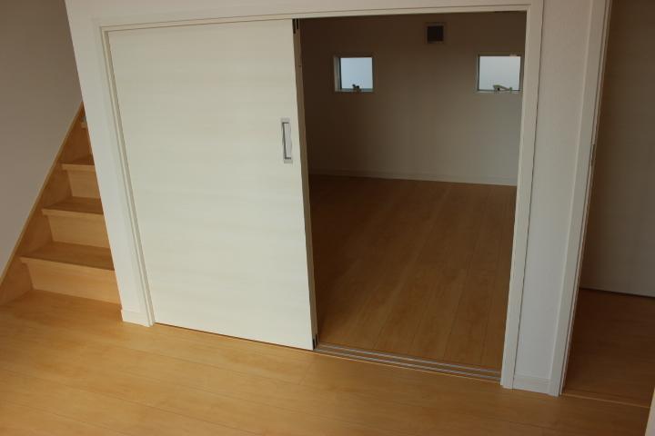 中二階の物置です。用途はお客様によってそれぞれ!圧迫する荷物を置くのもいいですね!
