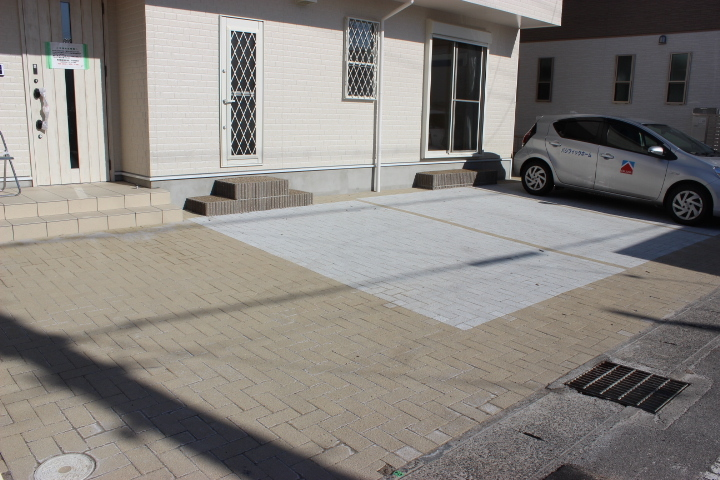 駐車場は車種によりますが、3台並列駐車が可能です!