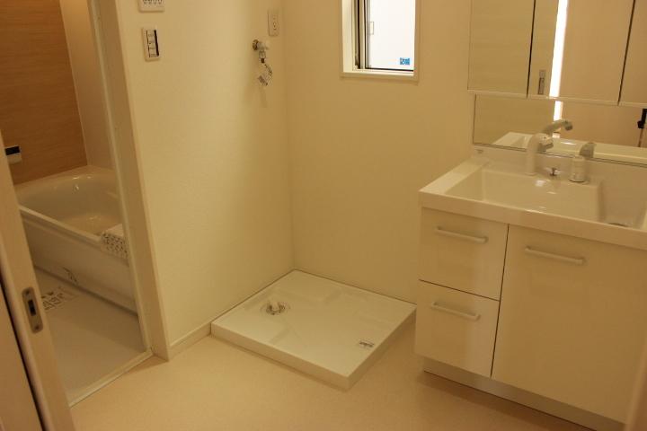 しっかり収納のシャンプードレッサーがついた洗面所!