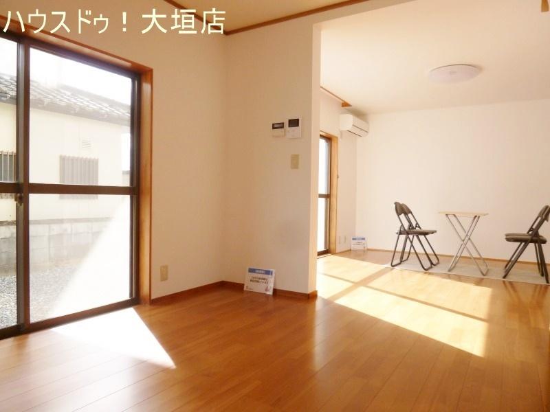 ダイニングとリビングの壁はお部屋をさりげなく分ける役割。