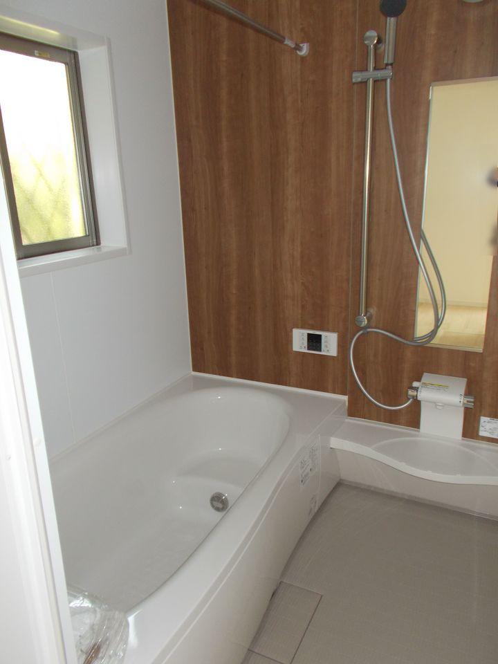 1坪タイプの広々とした浴室には 乾燥設備を完備。 気になるカビを防ぎます。