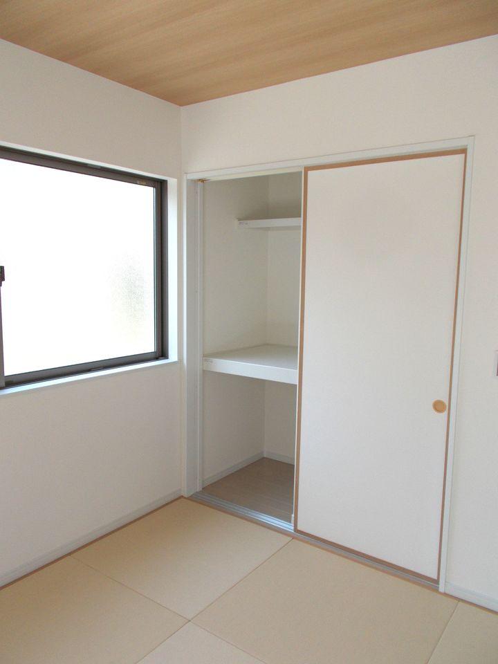 1階和室には押し入れがございますので 客間としてもお使い頂けます。