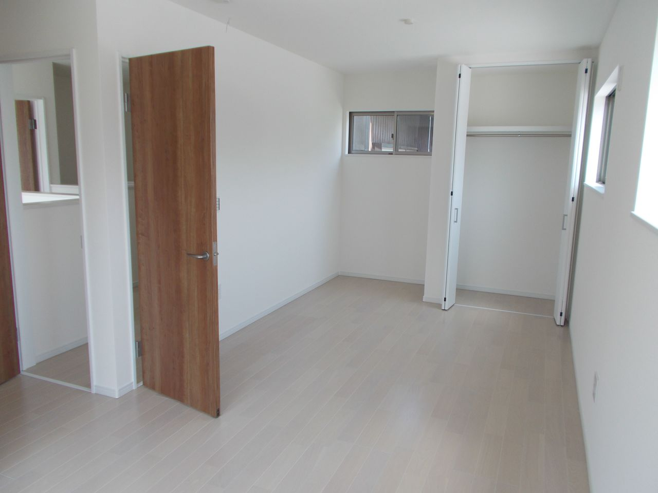 2階洋室は全室フローリング貼。 お掃除も楽々です。