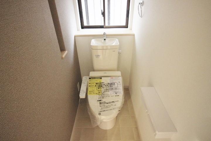温水洗浄便座なので寒い冬でも快適にご使用していただけます。