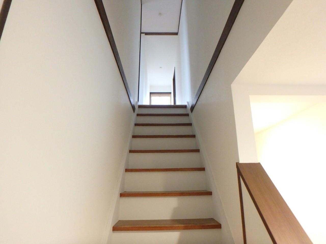 階段も綺麗に塗装をして新しく生まれ変わります!
