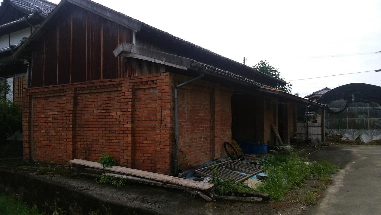 敷地内には倉庫もあります。