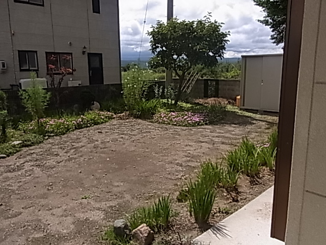 庭兼、駐車場、普通車2台可能です。