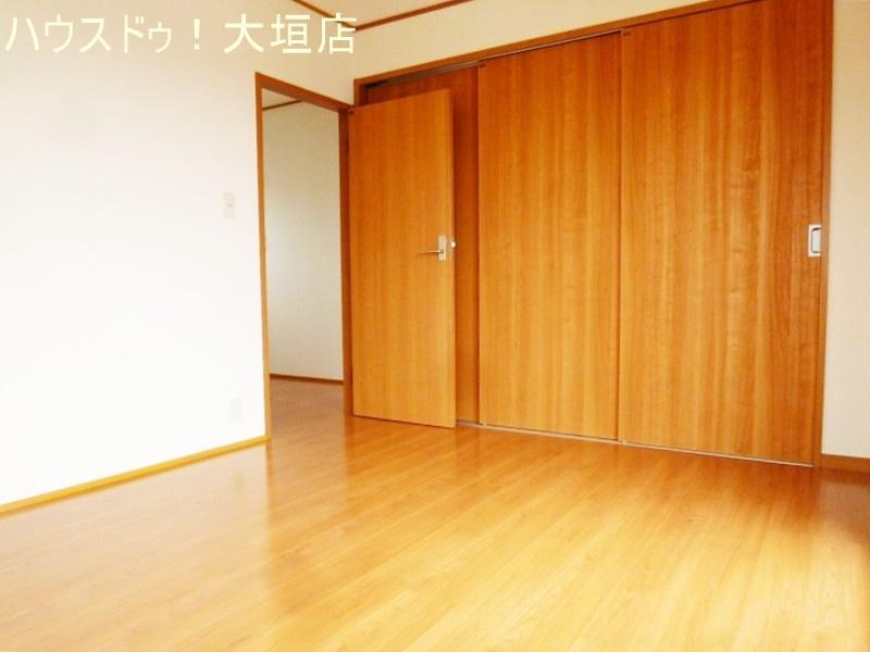 2階各居室に収納があり、家族一人ひとりの収納スペースが確保できます。