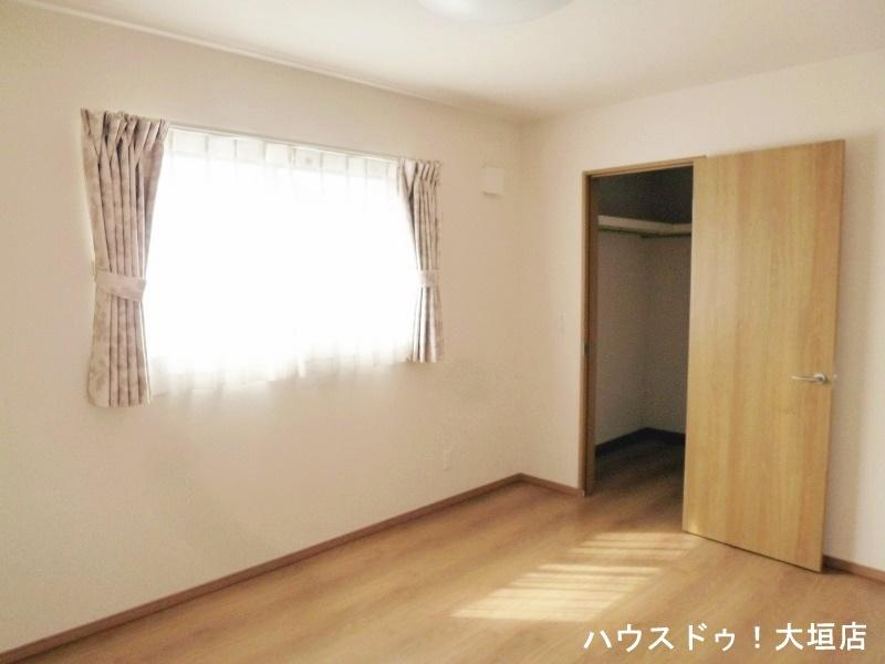 2階の全居室には奥様に嬉しいWIC付き。収納苦手な奥様の強い味方です。