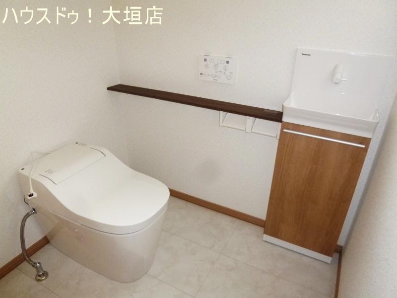 トイレも十分な広さ!便利な手洗い器付き。