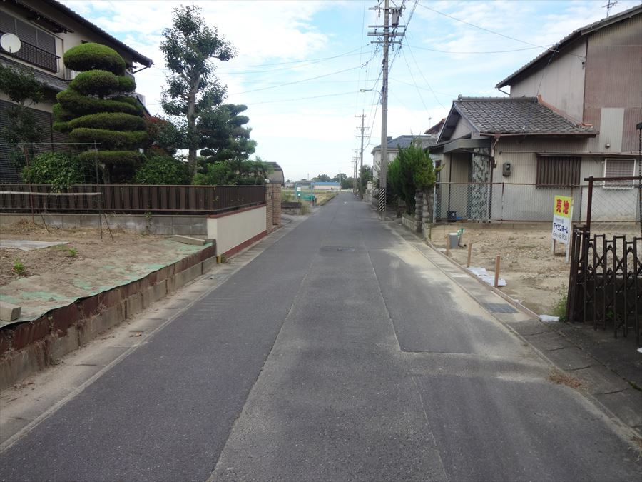 公道幅約5mの前面道路です。