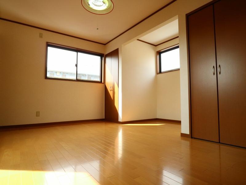 たくさんの窓が設けられ、日差しが燦々!明るいお部屋を演出します!