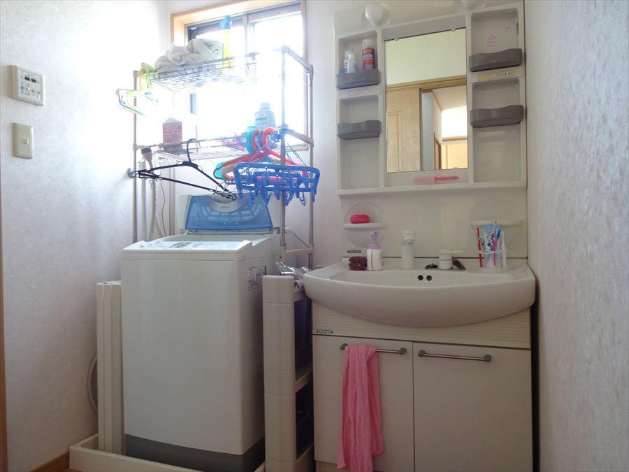 深さのある洗面台は、衣類のもみ洗いがしやすいです☆
