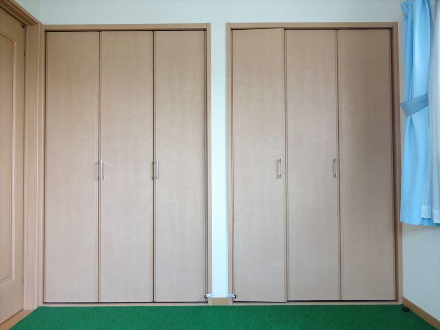 東側洋室のクローゼットは、北側一面に設置してあるので、お部屋が片付きますね!