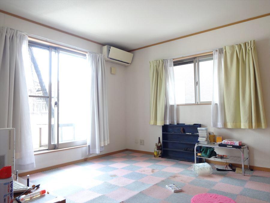 2階8帖の洋室です。主寝室としても、子供部屋としてもお使いいただけます。