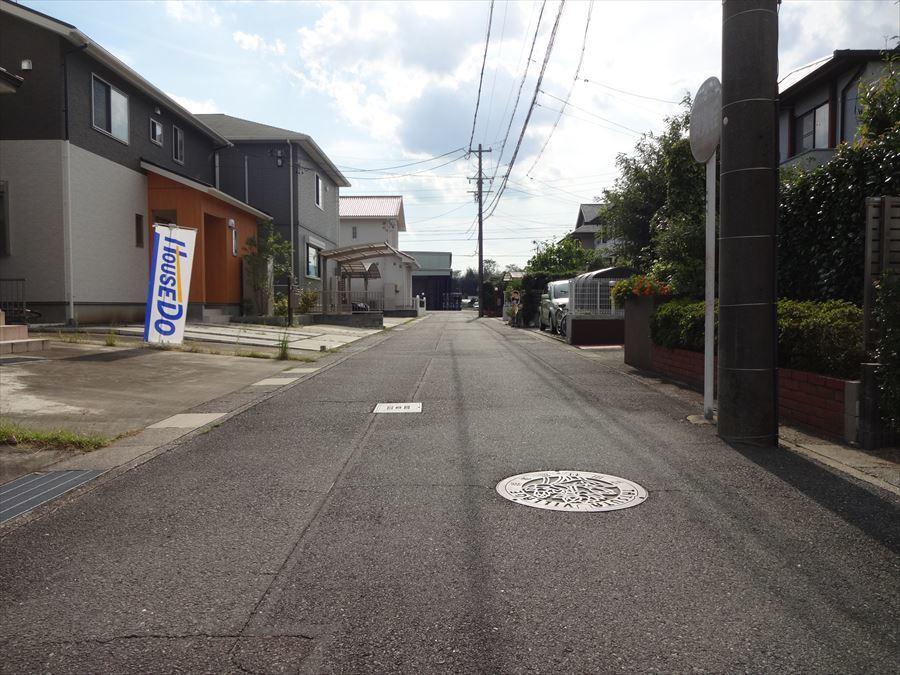 住宅街の道路のため、安心して駐車できます。