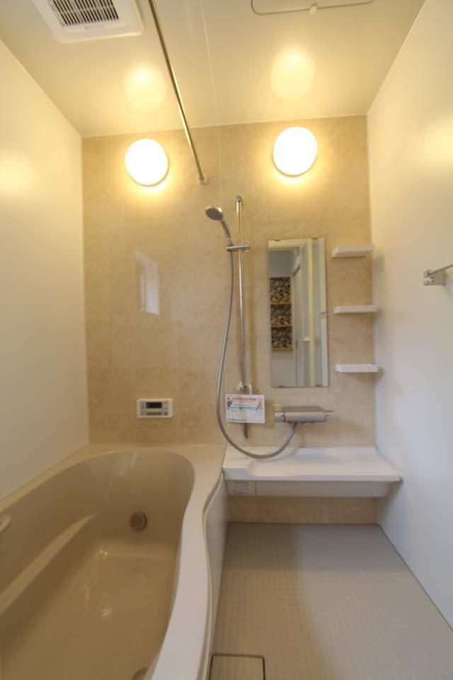 浴室暖房乾燥機付きの浴室。雨の日のお洗濯も安心です♪冬場のひやっとする浴室もあったか快適バスタイム♪