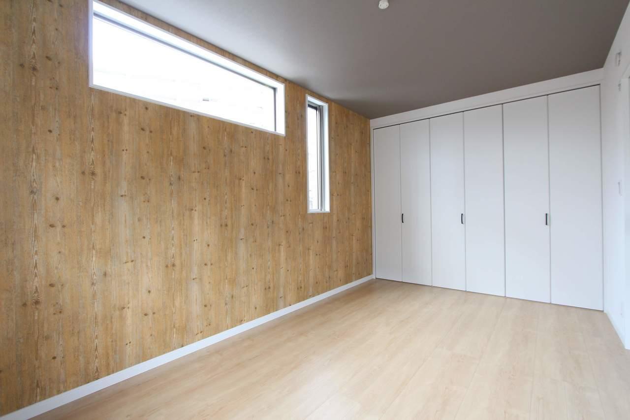 2階7.5帖洋室。たっぷり収納できるクローゼット付。