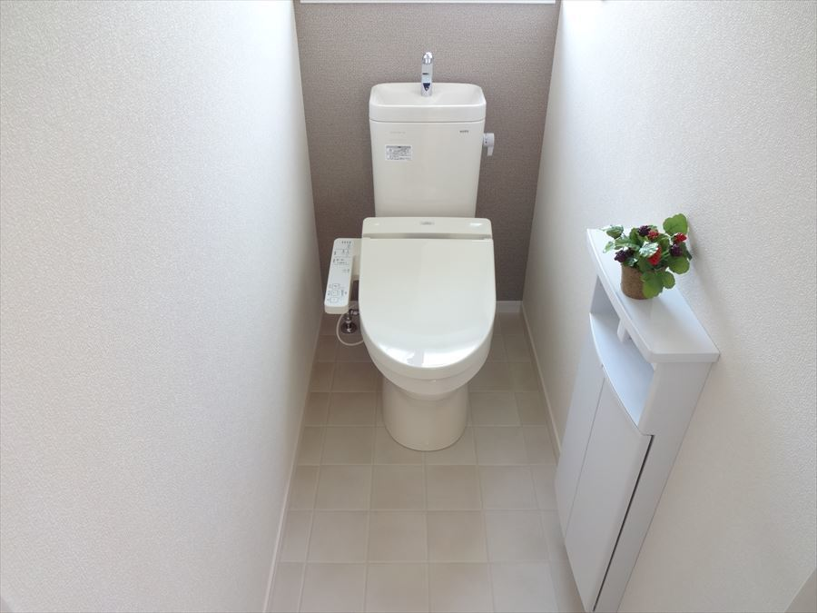 明るく清潔感のある広々としたトイレ♪