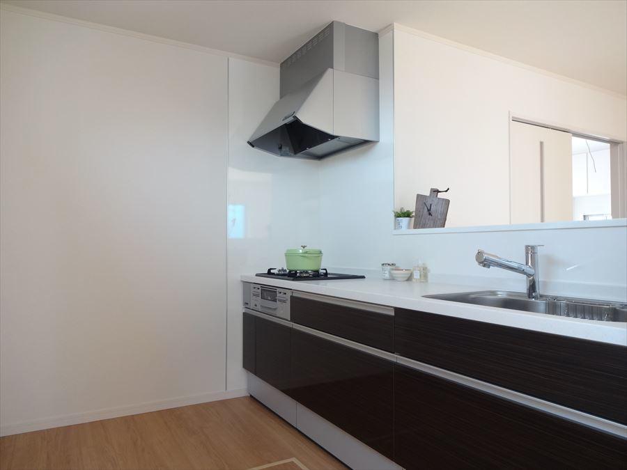 作業のしやすいゆったりとしたキッチンスペースは、収納も充実しているので、片付けも楽々です◎スッキリお使い頂けます♪