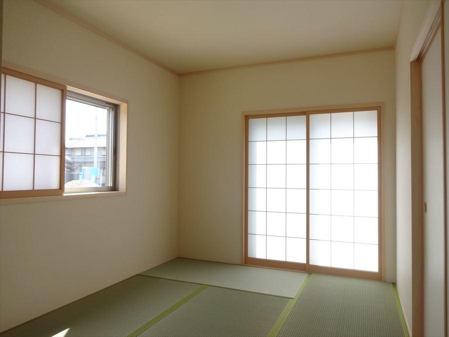 玄関から直接和室に行けるスムーズな動線を確保。 急な来客にも対応出来ます♪
