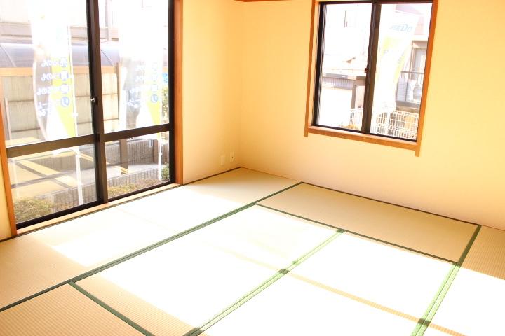 2面採光の明るい和室6畳