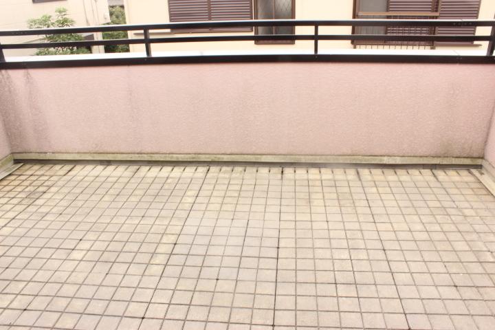 南側バルコニー 日当たりも良く まとめてお洗濯をしても十分な干すスペースができます