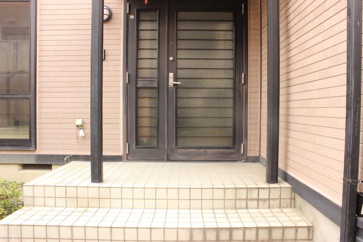 玄関のエントランスも綺麗にお手入れされています