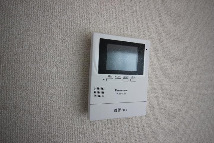 モニター付きインターフォン 来訪者の顔を確認できるので安心