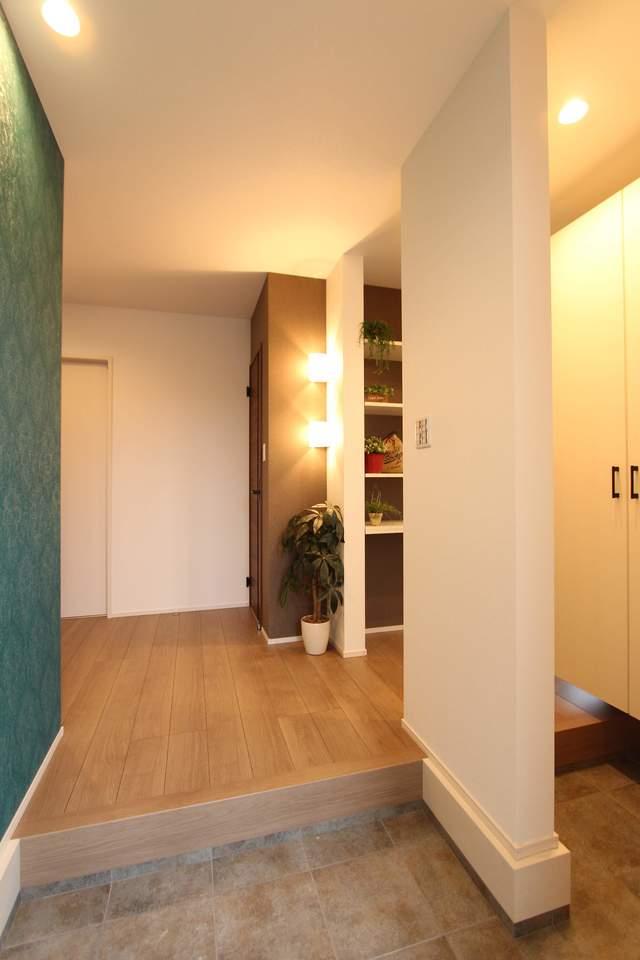 広々とした玄関には大容量の収納。散らかりがちな玄関もすっきりお片付けできます♪