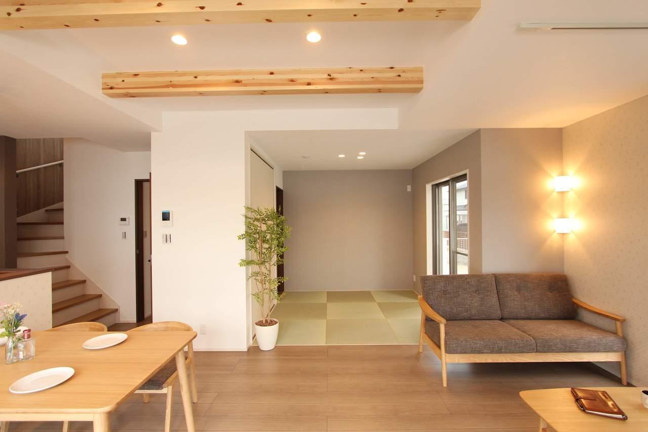 リビングの横には4.5帖の和室。家事や育児スペースとしても大活躍です!
