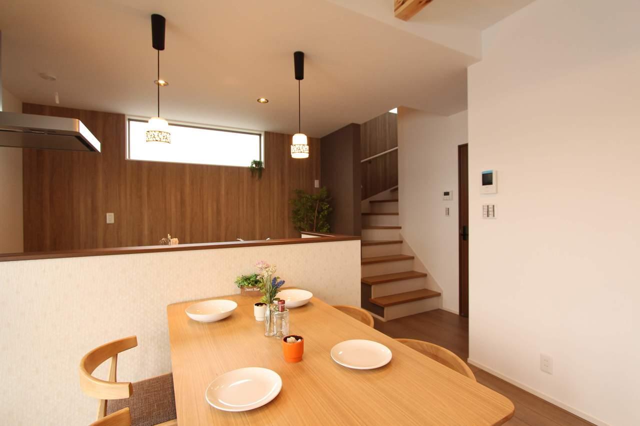 オープンタイプのキッチンはお料理しながら家族との会話を楽しめます♪