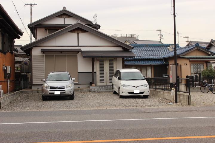 駐車並列3台可能のゆとりあるスペース