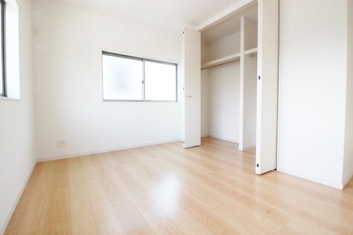 カーテンの色や家具の配置、インテリア次第で様々な雰囲気が楽しめますよね。あなた色に染めちゃってください♪