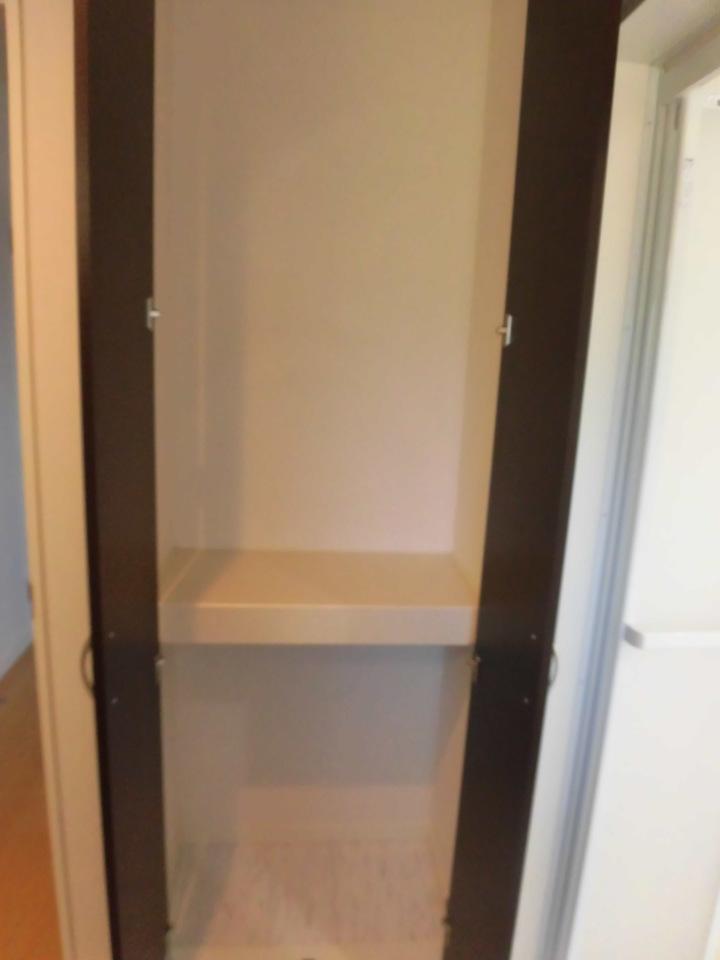 洗面所には収納スペースもあります!