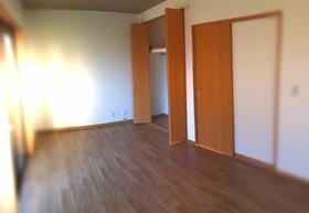 安らぎをもたらすプライベートルームは1階です。 各部屋に収納を完備!お家の中をすっきりと快適に保てます。