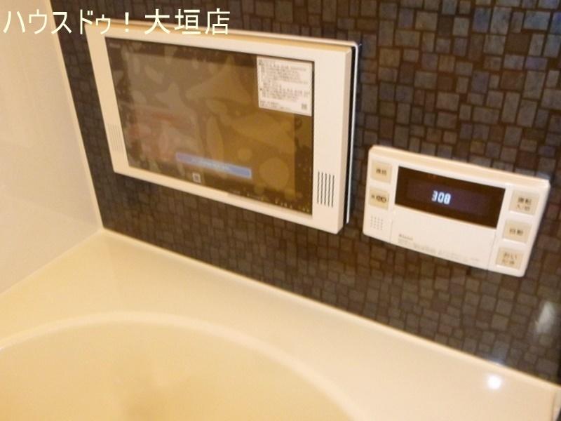 デジタルテレビ付きの浴室。楽しい時間が流れます。