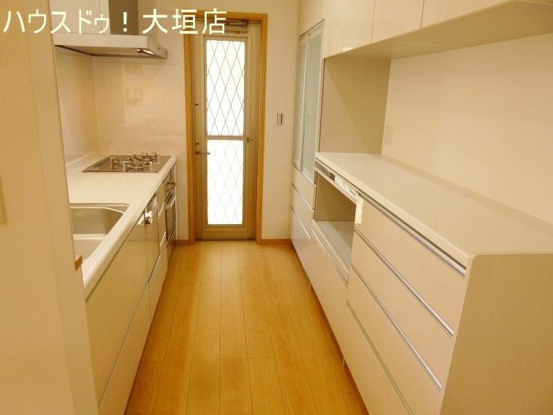 物が溢れがちなキッチンも実用性のある収納でお料理時間を短縮♪