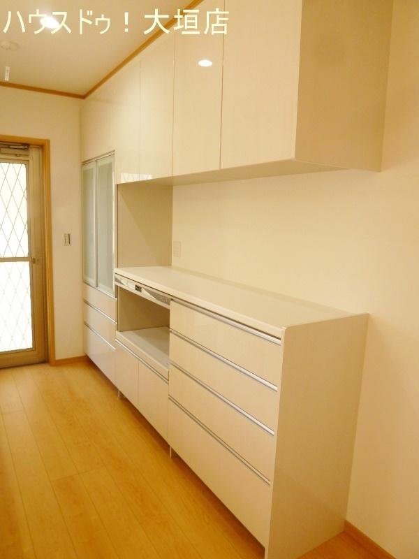 嬉しい造り付け収納。インテリア性もありキッチンに統一感がでます。