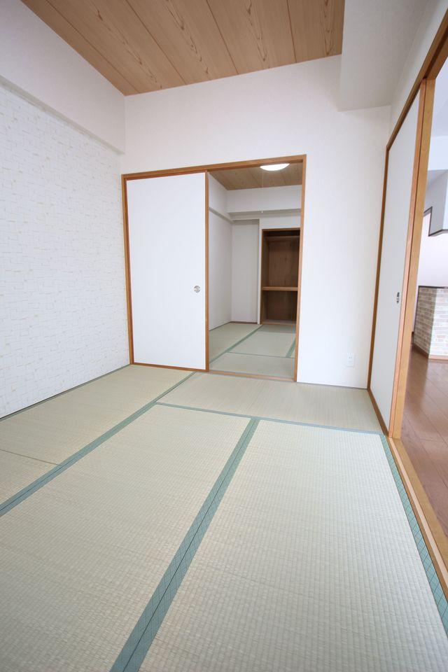 2室合わせて11.4帖! 広々とした空間です。 平成29年に畳表替えとふすま貼替をされています。